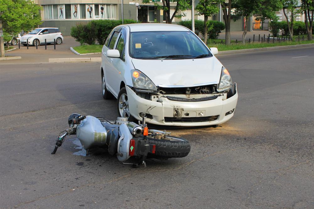 ¿El seguro cubre igual un accidente entre coche y moto que entre dos coches?