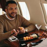 Cinco consejos para viajes largos en avión y cómo pasar el rato