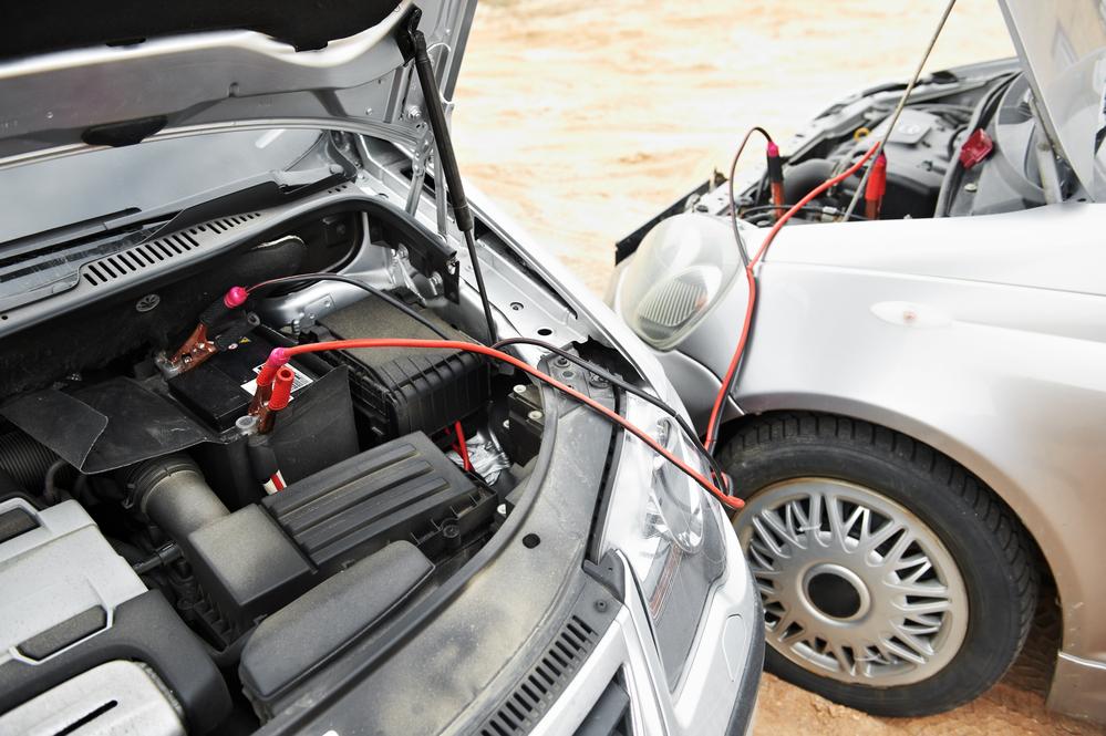 ¿Cómo arrancar el coche sin batería?   Problemas del desconfinamiento